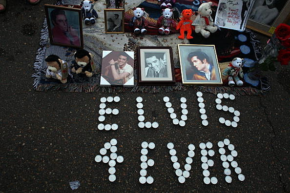 Elvis Fans Flock To Memphis For 30th Anniversary Of The Kings Death
